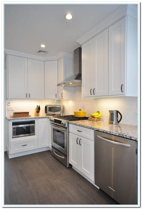 Fashioned Kitchen Cabinets by Applying Shaker Cabinets Kitchen For Functional Design
