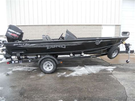 bass tracker vs lund boats lund 2016 1875 pro v bass lund fishing boats pinterest