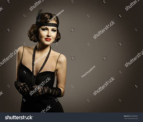 retro fashion beauty beautiful woman portrait