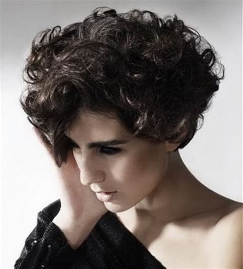 hair round face frizzy hair curly short hairstyles for round faces