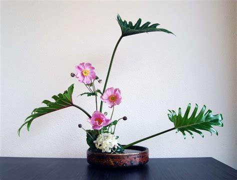 fiori in giapponese ikebana le composizioni floreali giapponesi foto