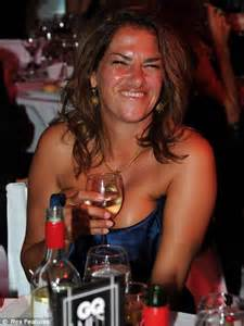 Gq Awards 2010 Drunken Tracey Emin Has To Be Carried Out To Her Car Daily Mail Online