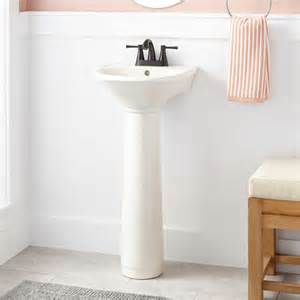 bathroom pedestal sinks ideas 25 best ideas about small bathroom sinks on pinterest