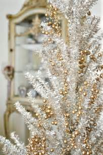Christmas Tree Gold Decorations 44 Refined Gold And White Christmas D 233 Cor Ideas Digsdigs