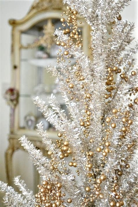 tree decorations gold and white 44 refined gold and white d 233 cor ideas digsdigs
