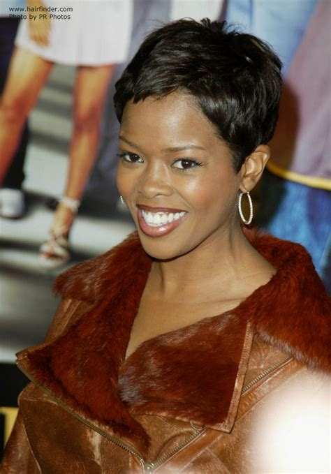 short hair styles worn by malinda williams malinda williams wearing her hair in a shag cut and super