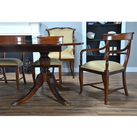 Corner Dining Table Furniture Scalloped Corner Mahogany Dining Table Niagara Furniture
