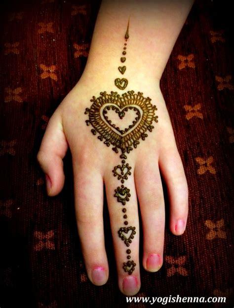 Finger Henna Designs Hearts   diy zwart wit quote quotes