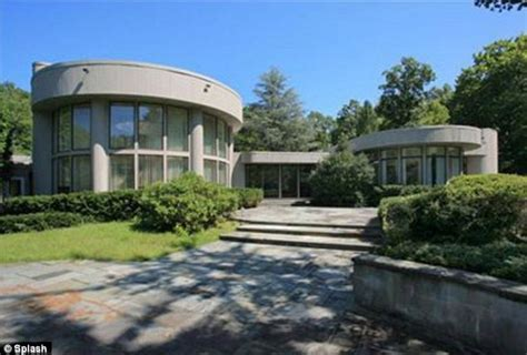 jersey house whitney houston s new jersey mansion bought for 1 5m by