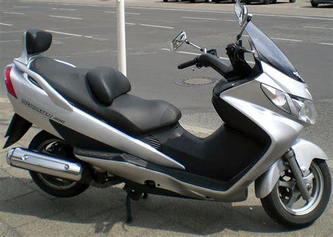 Suzuki Burgman 400 Vs 650 Descri 231 227 O Suzuki Burgman 400 Jpg