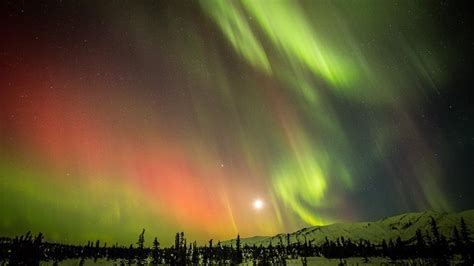 what causes northern lights alaska 5 stunning images of the northern lights in alaska