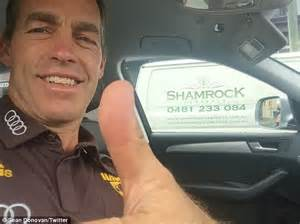 Kaos Selfie I M Coach hawthorn coach alistair clarkson texts a thumbs up