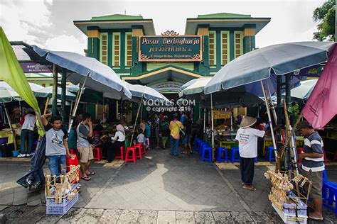 pasar beringharjo  km  malioboro yogyakarta