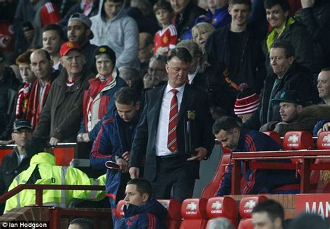 alex ferguson angry because everton beat them manchester united struggle against smaller sides in the