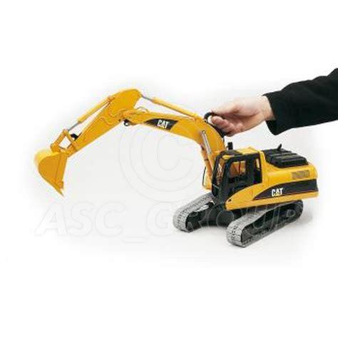 2438 Cat Excavator by Bruder Toys 02438 Pro Series Caterpiller Cat Excavator