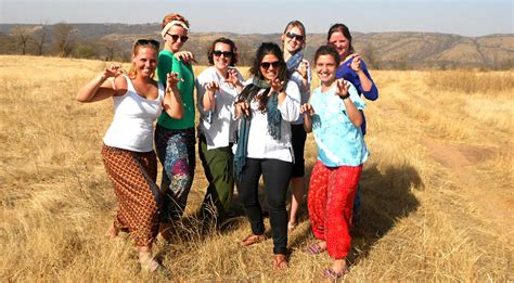 travel volunteer 7 ways to volunteer while travelling for a cheaper if not
