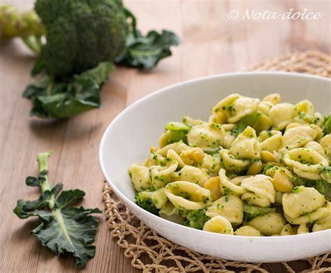 cucinare fave secche orecchiette con broccoli e fave secche ricetta facile