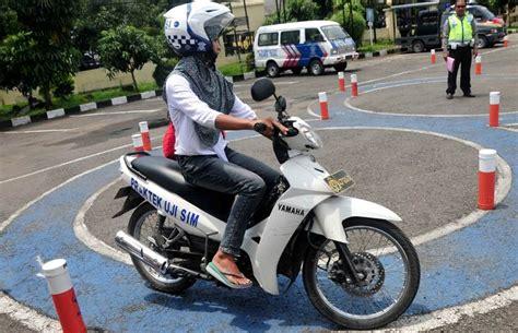 syarat membuat sim untuk motor bikin sim di negara ini harus tes mata dan urine autos id