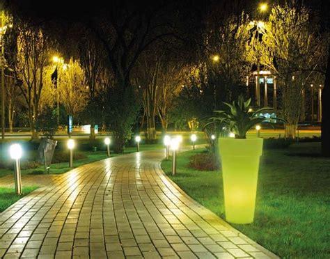 illuminazione per esterno giardino illuminazione giardino consigli giardino