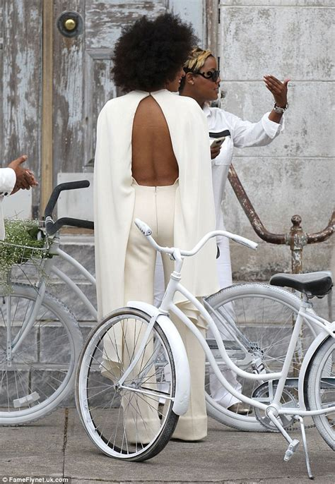 Pura Femme Daily solange knowles breaks out on wedding day as beyonce tries