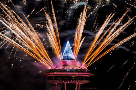 new year 2015 fireworks malaysia pictured dramatic new year s moments worldwide daily