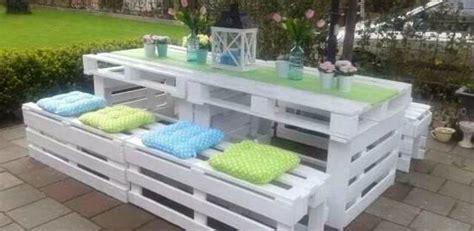 decorare il legno idee 5 idee per decorare il tuo giardino con pancali di legno