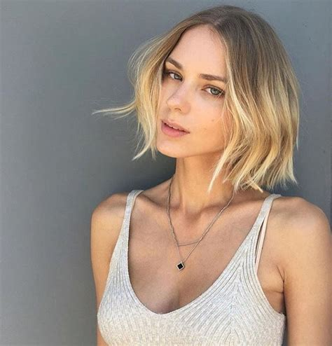 Women's Blonde Center Parted Ombre Textured Bob Short Hairstyle