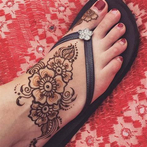 getting henna tattoo 25 best ideas about foot henna on henna