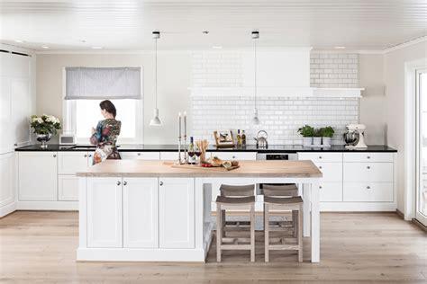 cuisine avec table int馮r馥 cuisine blanche et bois