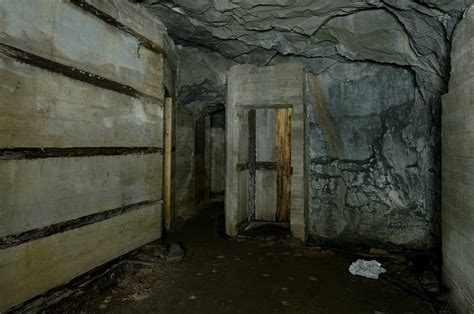 underground room hkb 31 979 just 246 en derelict and disused