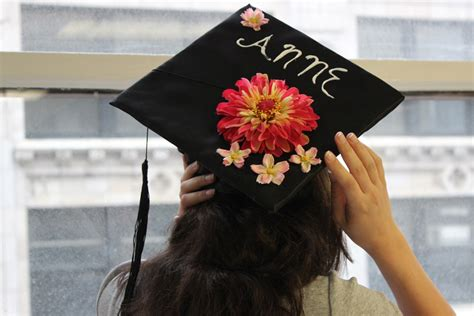 Graduation Cap Decorating by How To Decorate A Graduation Cap With Flowers Petal Talk