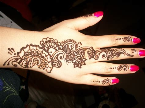 flower henna tattoo on hand henna designs for arabic beginners