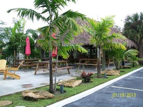 Tiki Hut Motel Pit Picture Of Park View Motel