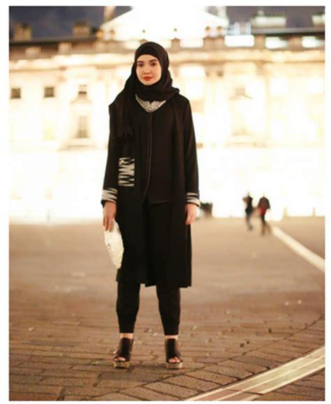 gambar desain zaskia sungkar contoh model baju muslim monokrom rancangan zaskia sungkar