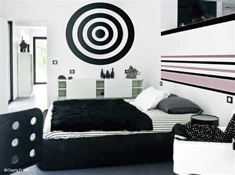 chambre blanc et noir la chambre se refait une beaut 233 d 233 coration
