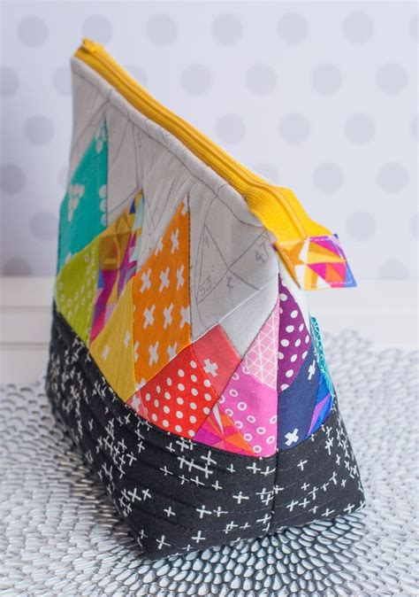 Foundation Patchwork - turn your rainbow rays free foundation paper pieced