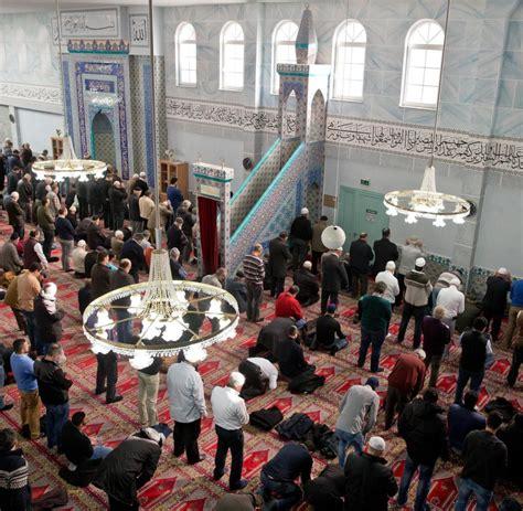 bis wann darf fajr beten 214 sterreich verabschiedet neues islamgesetz welt