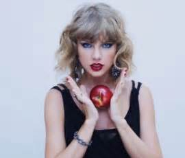 Breaking taylor swift announces 1989 will be up for stream on