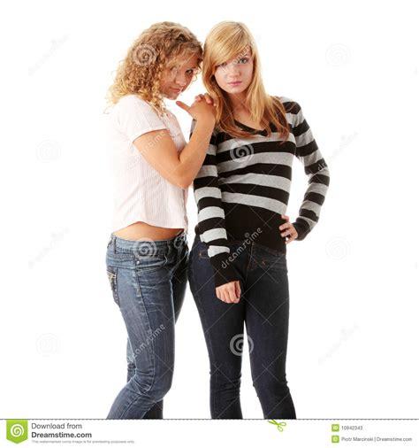 imagenes de lindas jovenes duas amigas adolescentes louras bonitas fotos de stock