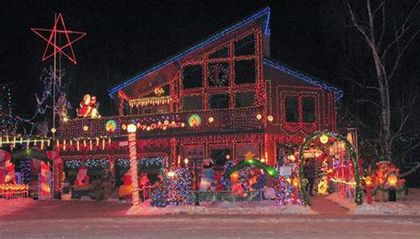 the 20 worst christmas decoration and lights fails