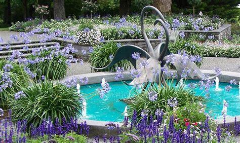 10 Dazzling Water Fountain Ideas (PHOTOS)