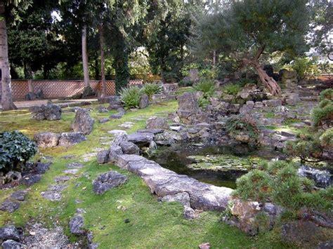 arredo giardino in pietra pietre per giardino progettazione giardino