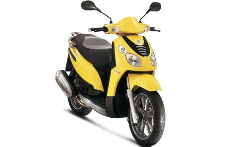 new piaggio carnaby 125cc scooter goes on sale mcn