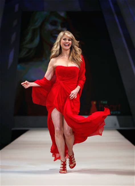 dive americane foto le dive sfilano in rosso per le donne americane 19