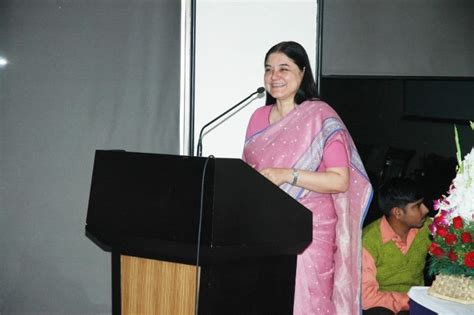 biography maneka gandhi environmentalist ms maneka gandhi receives shining world compassion award