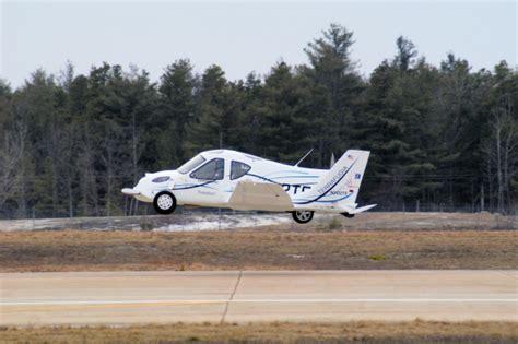 auto volante terrafugia quot flying car quot makes flight