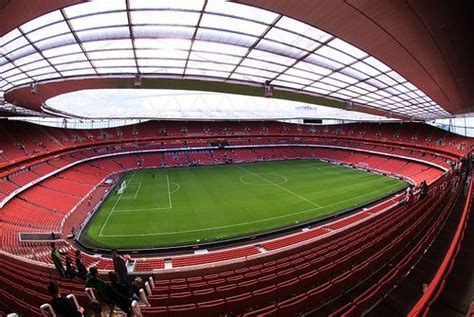 arsenal home ground size of a football pitch explained