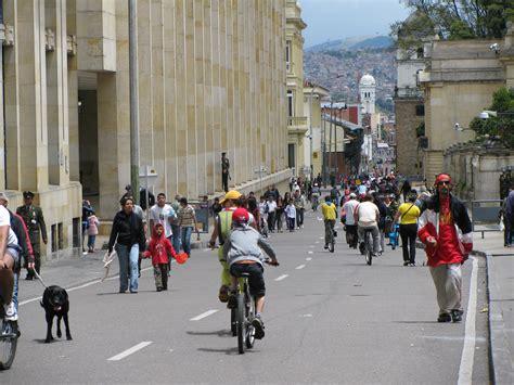 File:Ciclovia em Bogotá.jpg - Wikimedia Commons