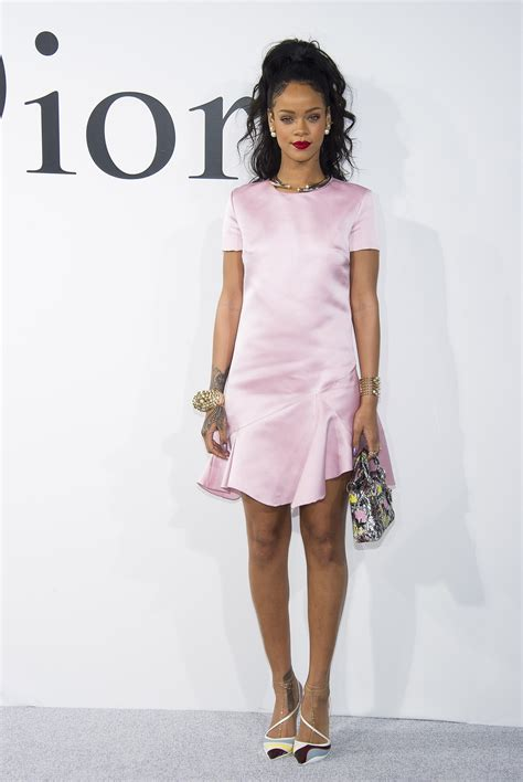 Gamis Ivana Navy Syar I rihanna is pretty in pink at resort show pursuitist in