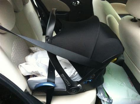 Kindersitz Auto Befestigen by Wieviele Getr 228 Nkekisten Passen In Den Kofferraum Vom